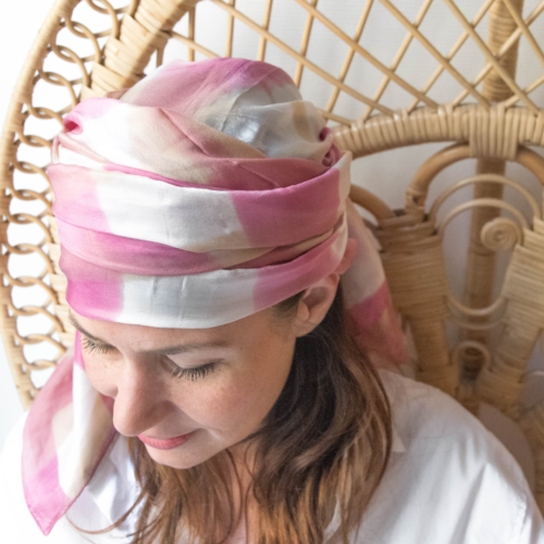 Foulard en soie – shibori rose et brun