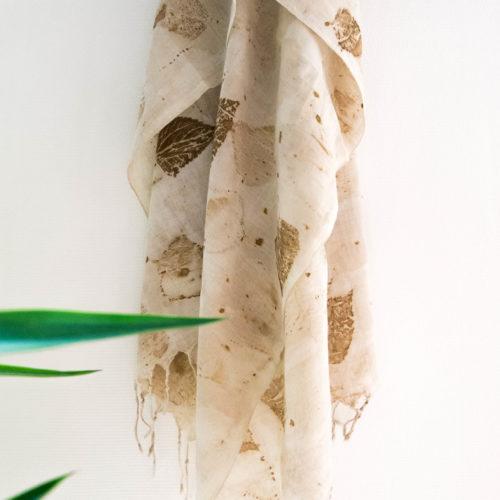 Foulard en coton tissé main – impression végétale feuilles